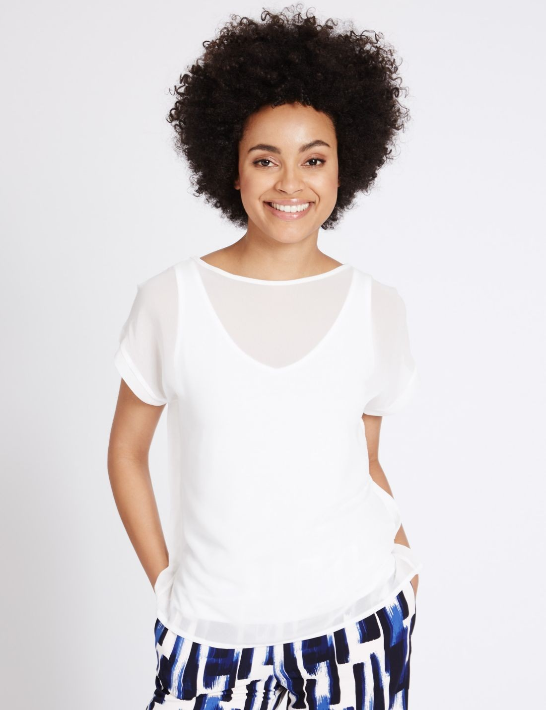 Çentik Yakalı Kısa Kollu T-Shirt