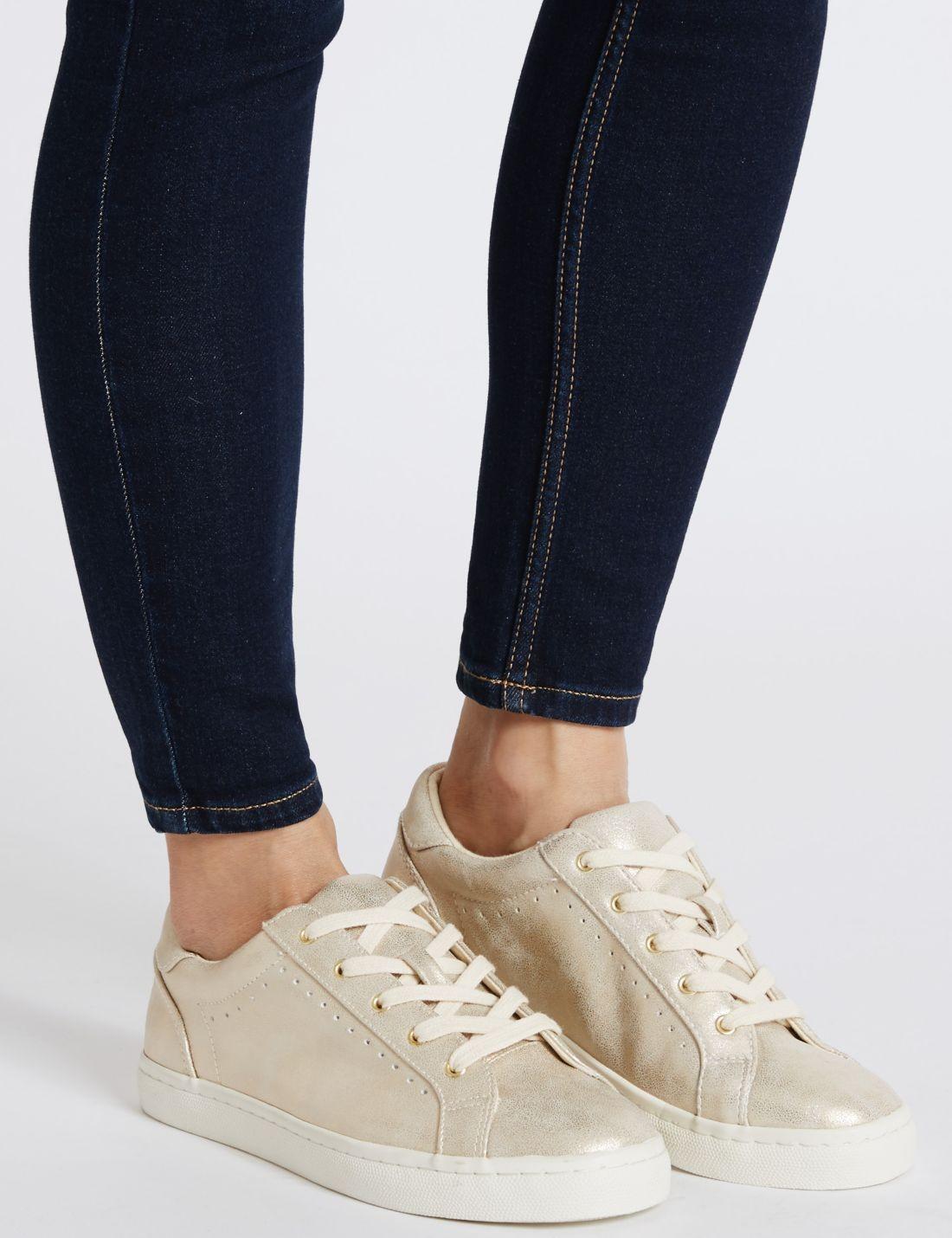 Delik Detaylı Spor Ayakkabı