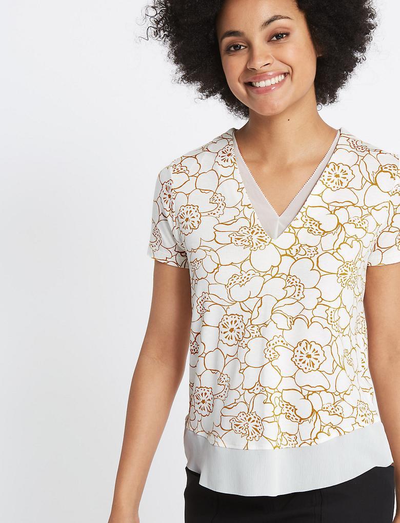 Çiçek Desenli V Yaka Kısa Kollu T-Shirt