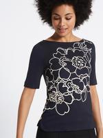 Çiçek Desenli Yırtmaç Yaka Yarım Kollu T-Shirt
