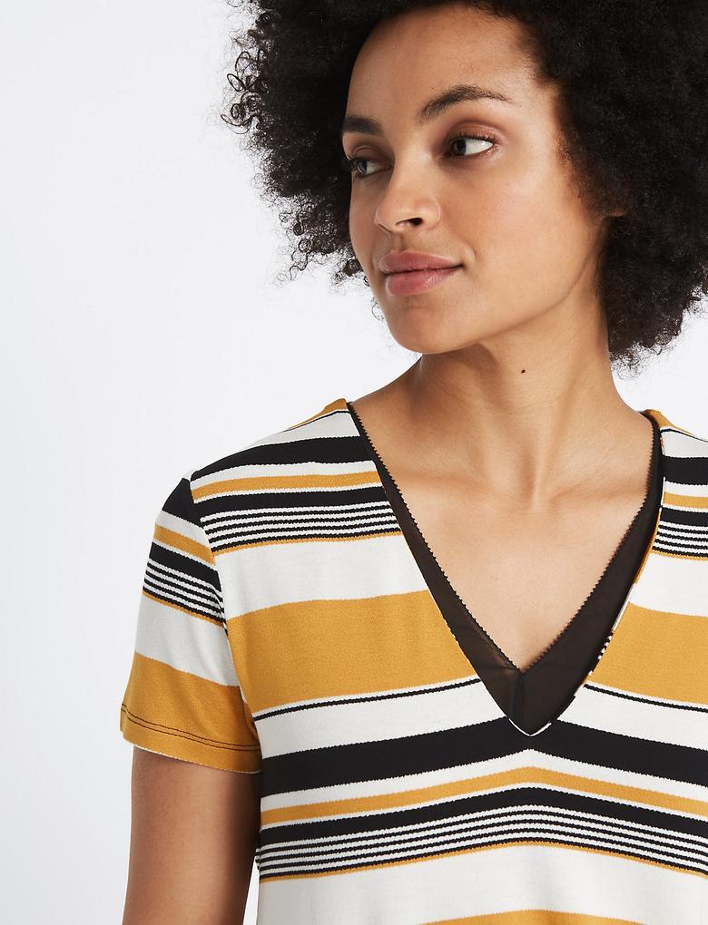 Çizgili V Yaka Kısa Kollu T-Shirt