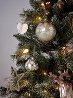 Geyik Detaylı Gümüş Camlı Çam Ağacı Süsü