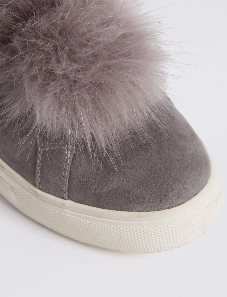Ponpon Detaylı Spor Ayakkabı (Insolia Flex® Teknolojisi ile)