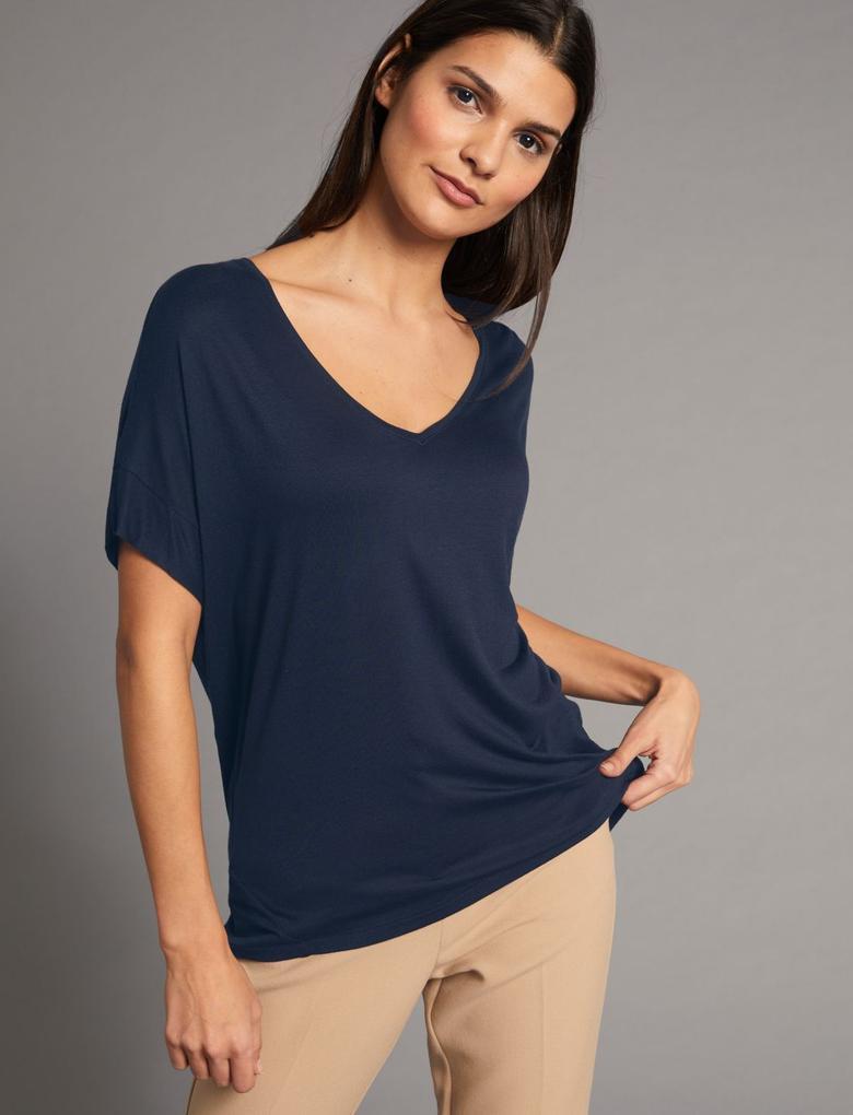 V Yaka Kısa Kollu İpek Karışımlı T-Shirt