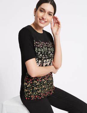 Siyah Çiçek Desenli Yuvarlak Yaka Yarım Kollu T-Shirt
