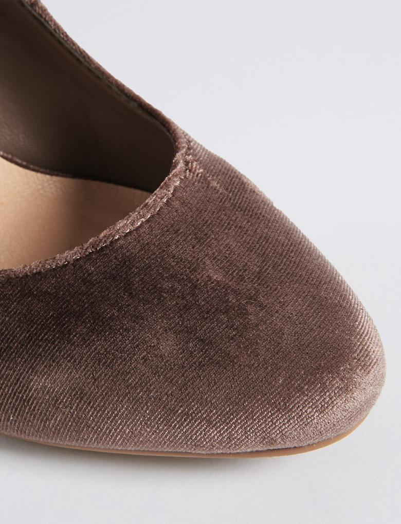 Bilekten Bağlamalı Kalın Topuklu Ayakkabı