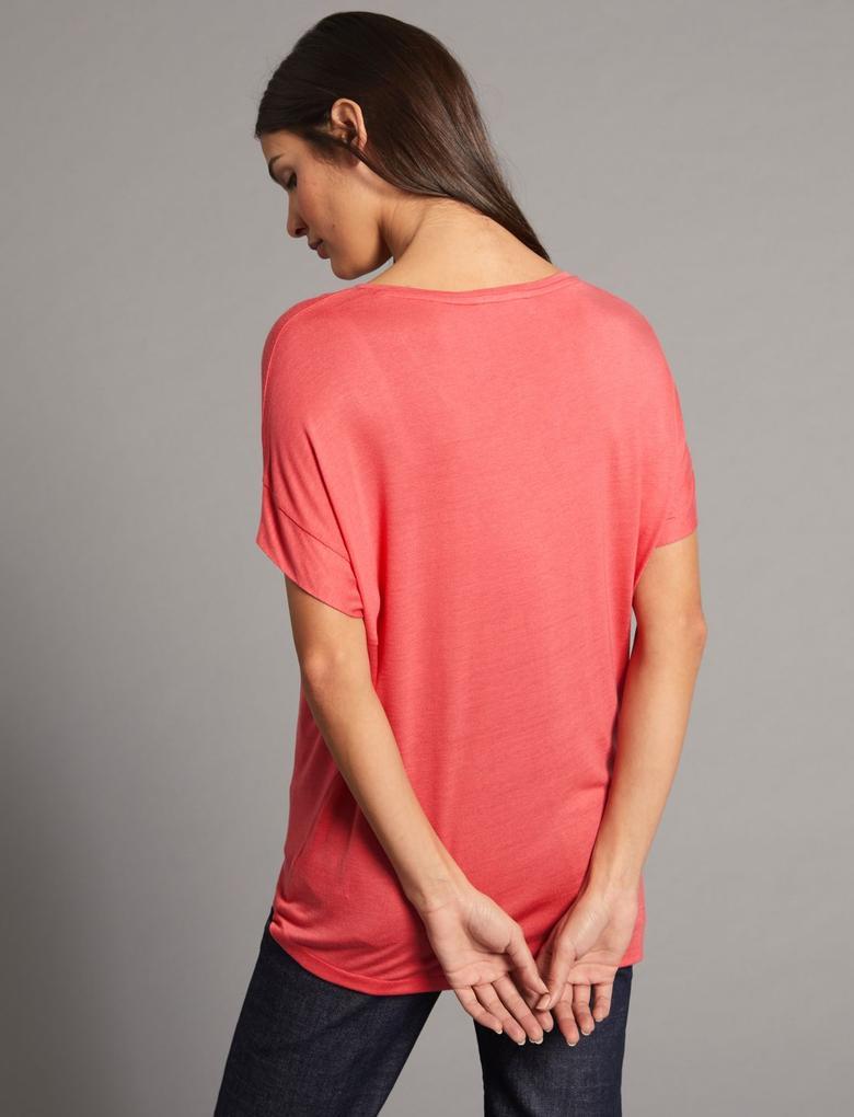 V Yaka Kısa Kollu T-Shirt