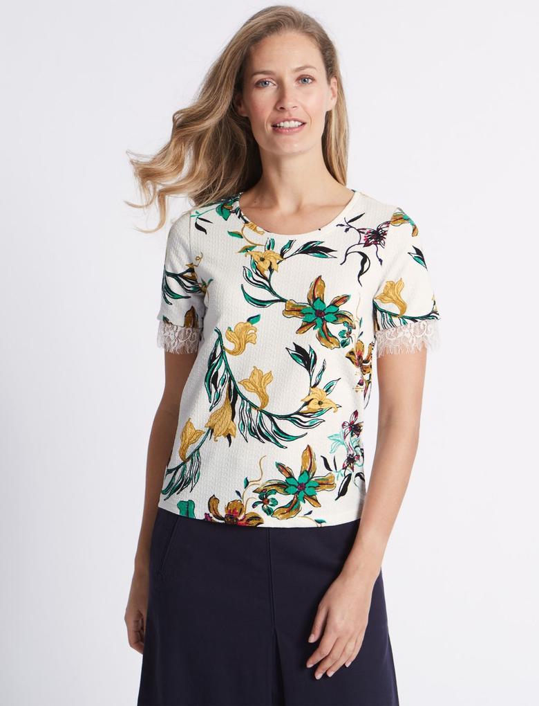 Çiçek Desenli Dantel Detaylı Kısa Kollu T-Shirt