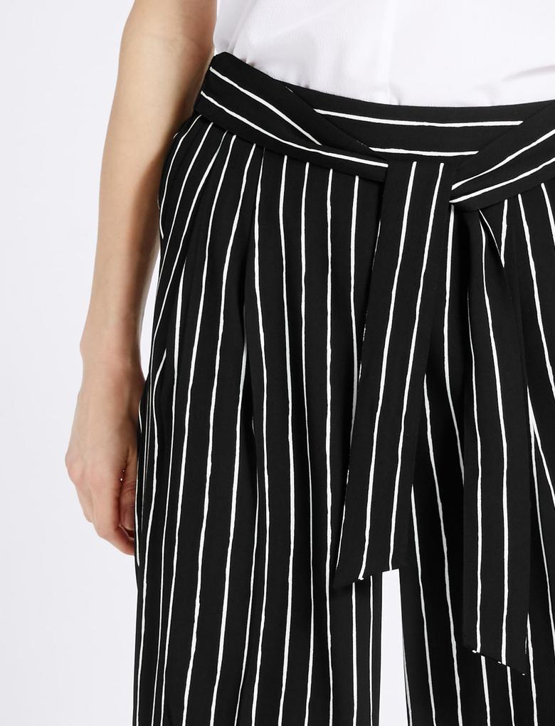 Çizgili Kısa Pantolon