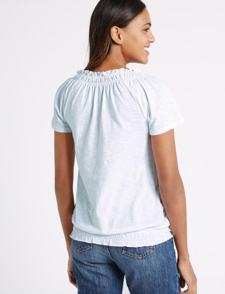 Beyaz Önü İşlemeli Kısa Kollu Bluz