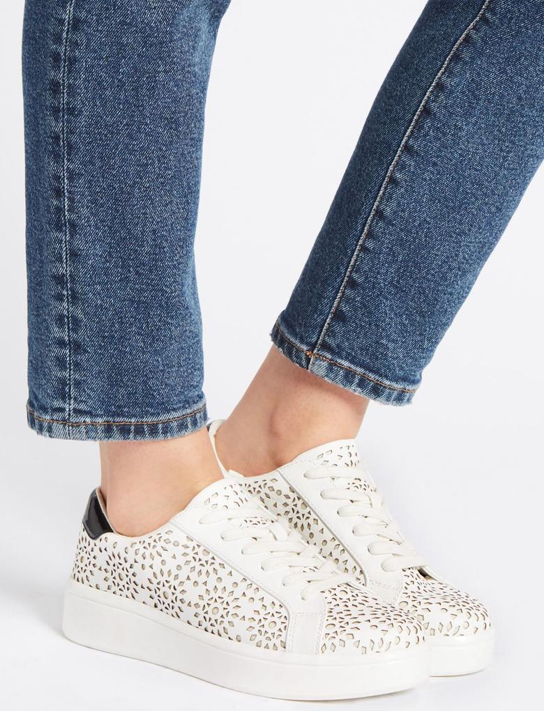 Kadın Beyaz Bağcıklı Spor Ayakkabı