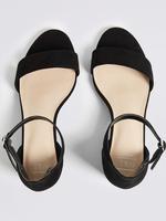 Geniş Kalıplı Kalın Topuklu Açık Ayakkabı