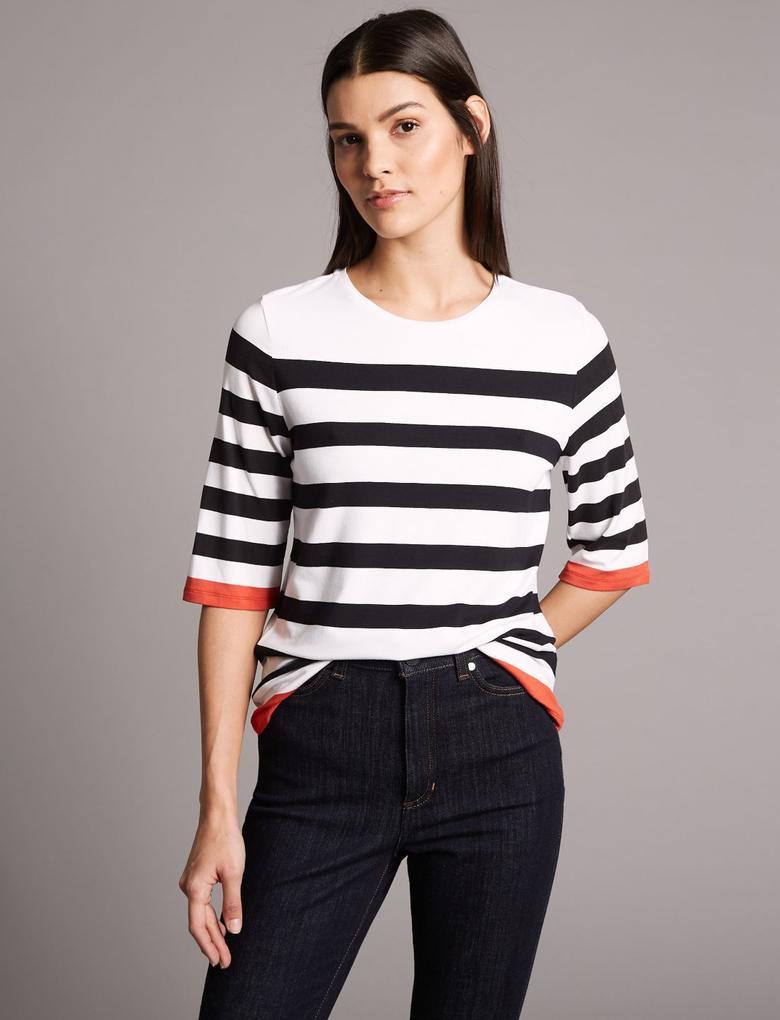 Kırmızı Çizgili Yuvarlak Yaka Yarım Kollu T-Shirt
