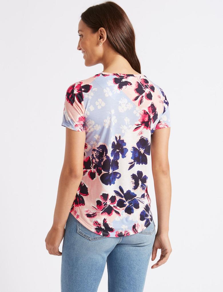 Pembe Çiçek Desenli Yuvarlak Yaka Kısa Kollu T-Shirt