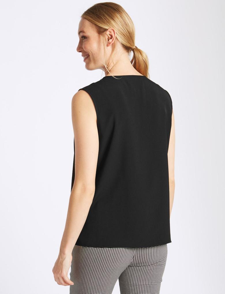 Siyah Fırfır Detaylı V Yaka Bluz