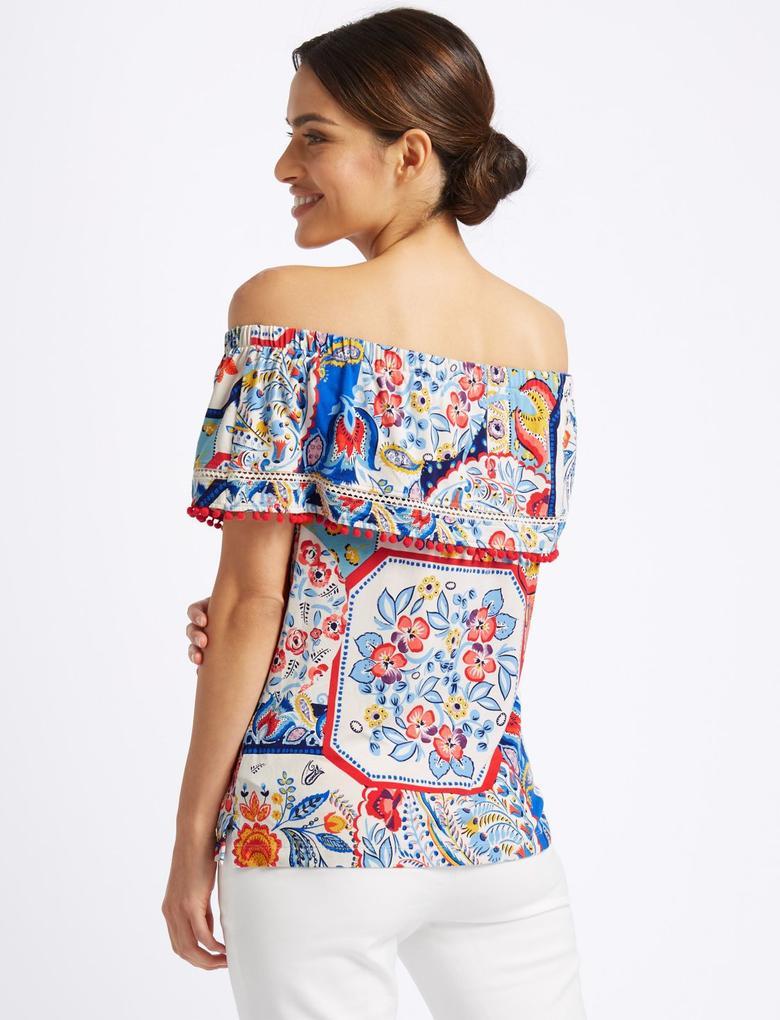 Kısa Kollu Ponponlu Çiçek Desenli Bluz