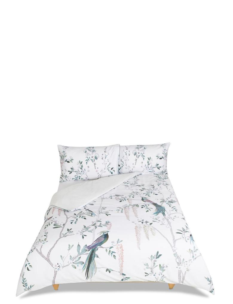 Desenli ve İşlemeli Yatak Takımı