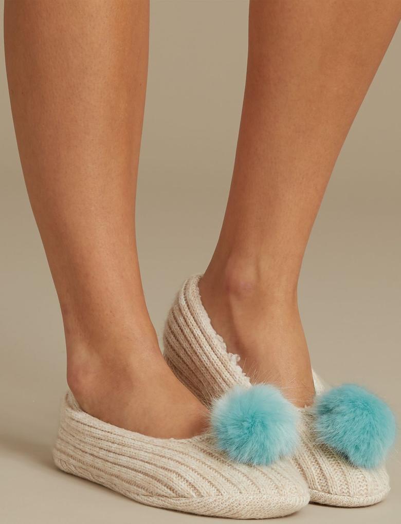 Kadın Bej Ponponlu Babet Terlik Çorap