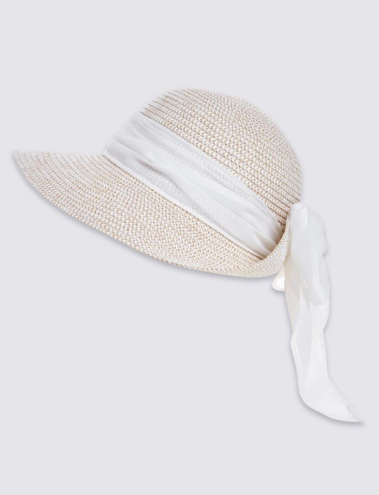 Beyaz Şal Detaylı Şapka