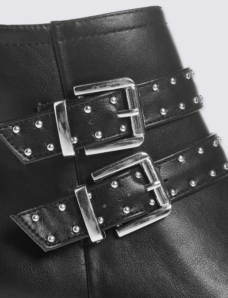 Siyah Metal Tokalı Kalın Topuklu Yarım Bot