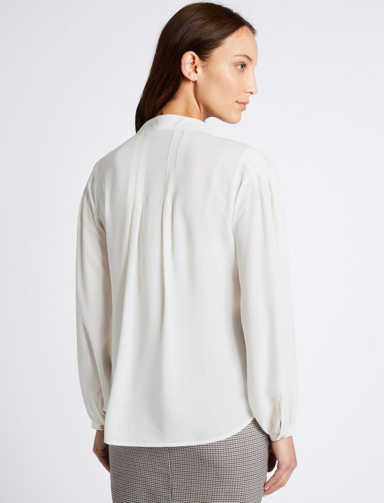 Fiyonk Detaylı V Yaka Bluz