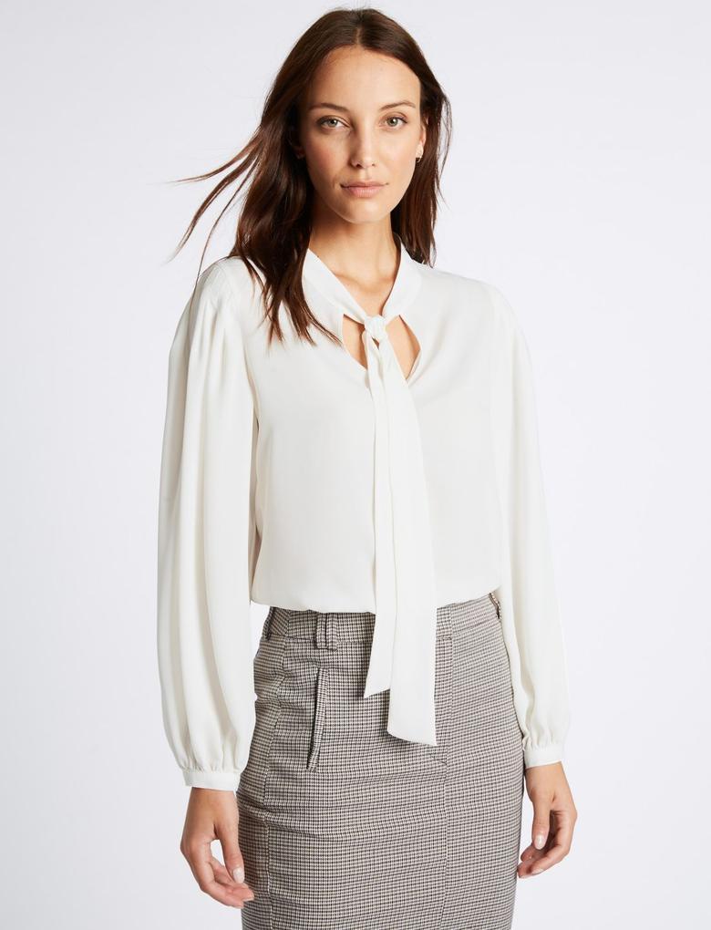 Bej Fiyonk Detaylı V Yaka Bluz