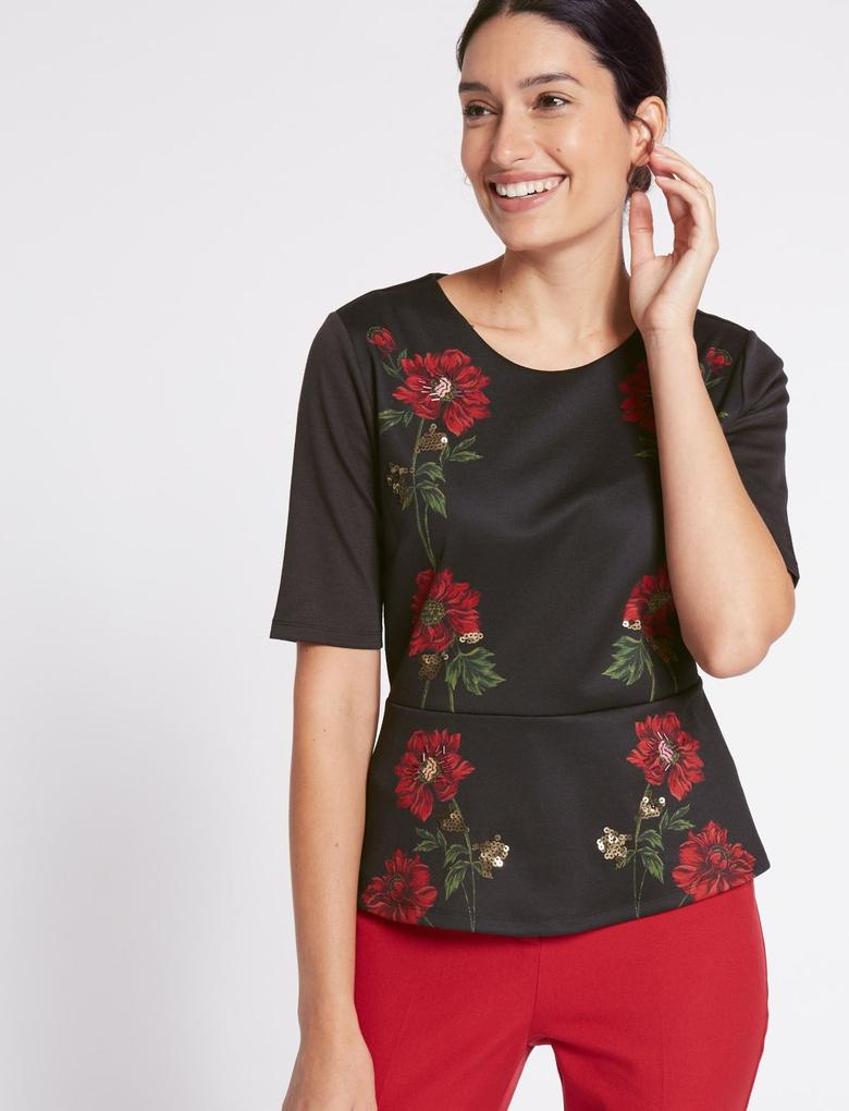 Siyah Çiçek Desenli T-Shirt