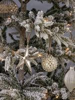 20'li Gümüş Camlı Çam Ağacı Süsü