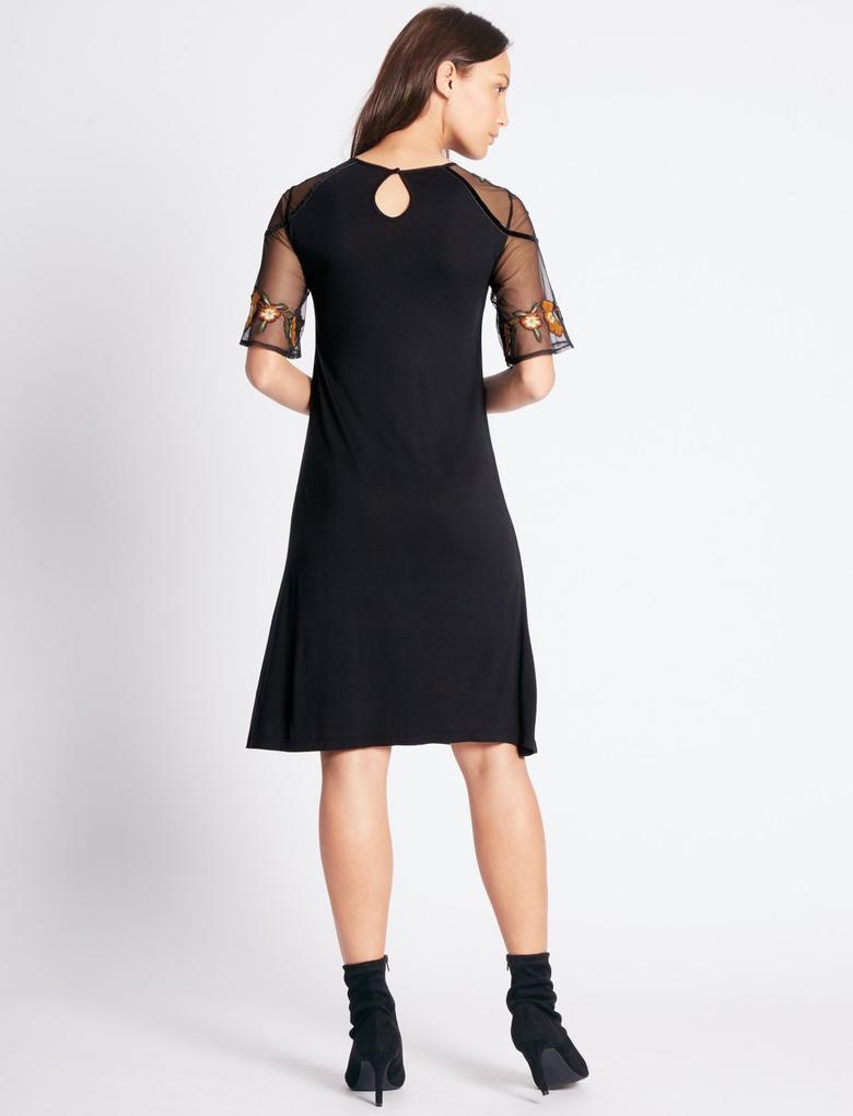 Siyah İşlemeli Yarım Kol Midi Elbise