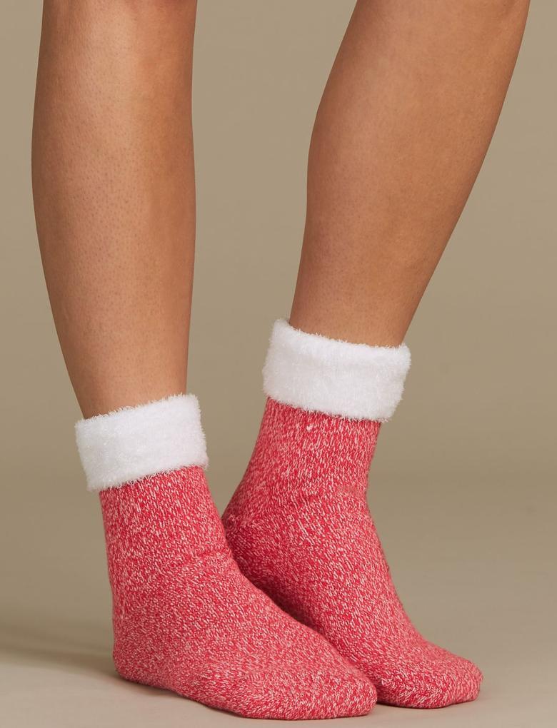 Kırmızı Ev Çorabı