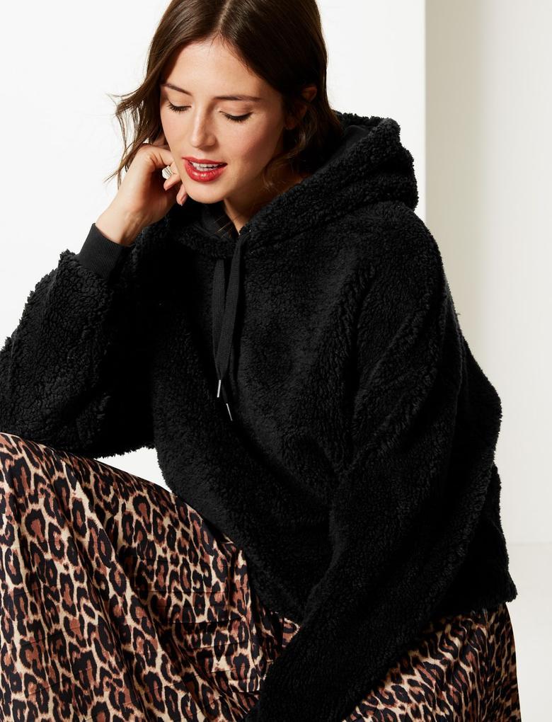 Uzun Kollu Kapüşonlu Sweatshirt