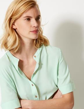 Yeşil Düğme Detaylı Kısa Kollu Gömlek