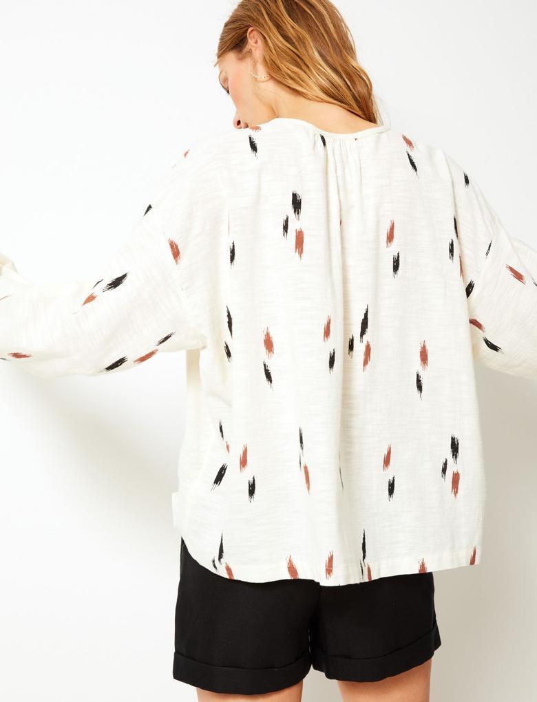 Kadın Krem Saf Pamuklu Desenli ve Düğmeli Uzun Kollu Bluz
