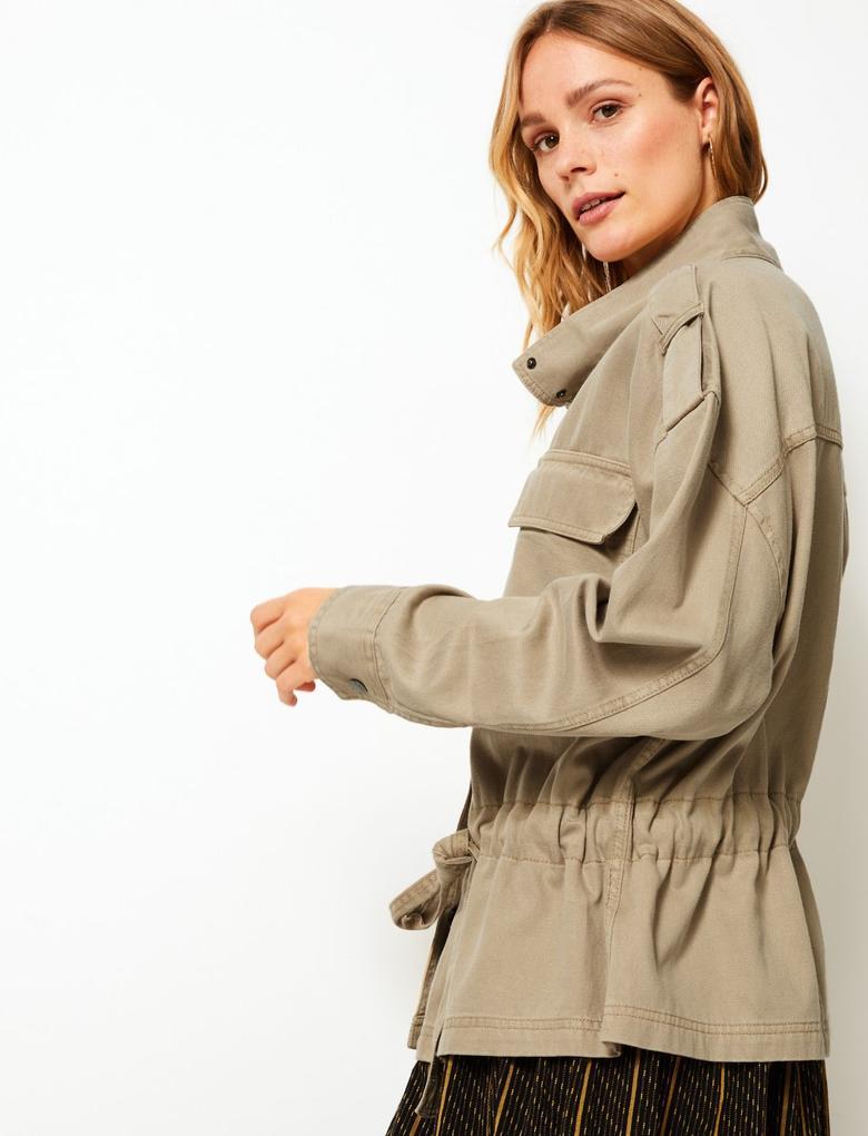 Kadın Bej Kemerli Ceket