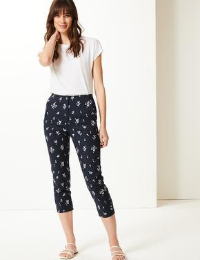 Lacivert Çiçek Desenli Slim Leg Kısa Pantolon