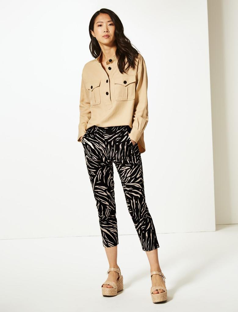Siyah Desenli Kısa Pantolon