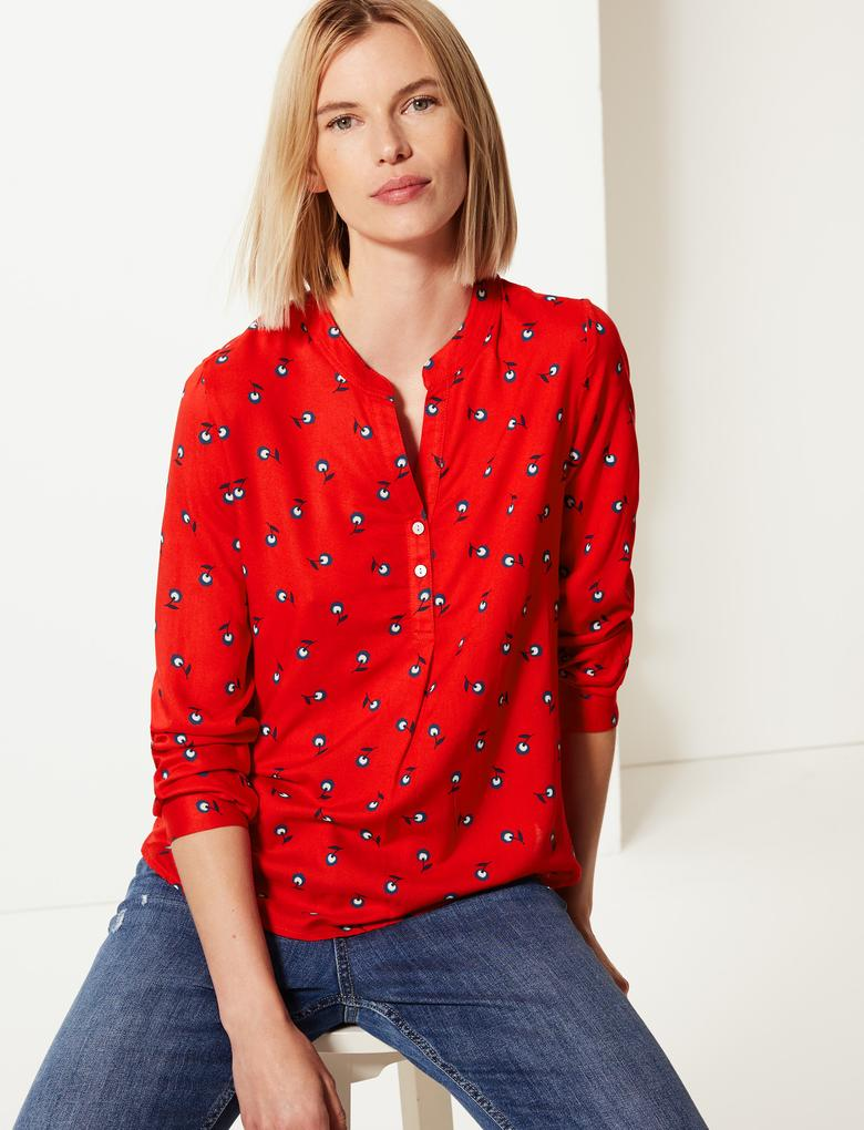 Düğme Detaylı Çiçek Baskılı Bluz