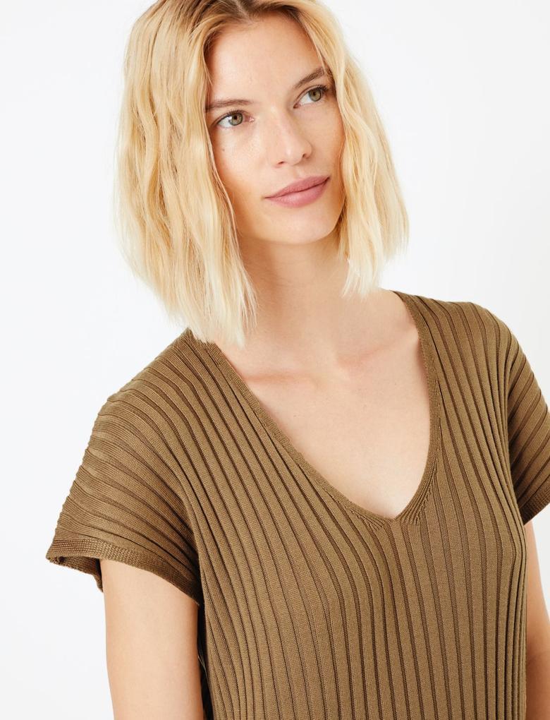 V Yaka Triko Elbise