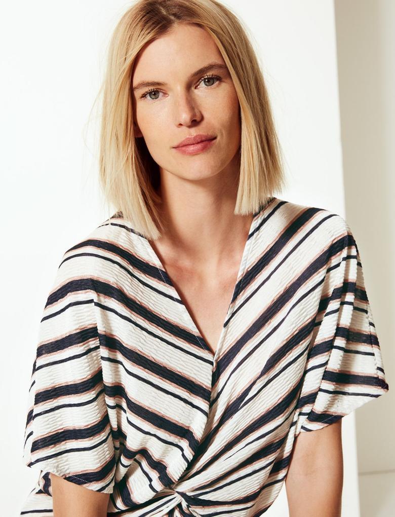 V Yaka Regular Fit Bluz