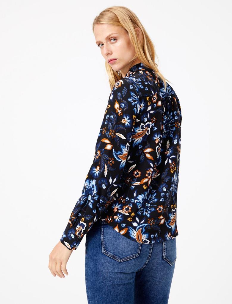 Yakası Bağlamalı Desenli Bluz