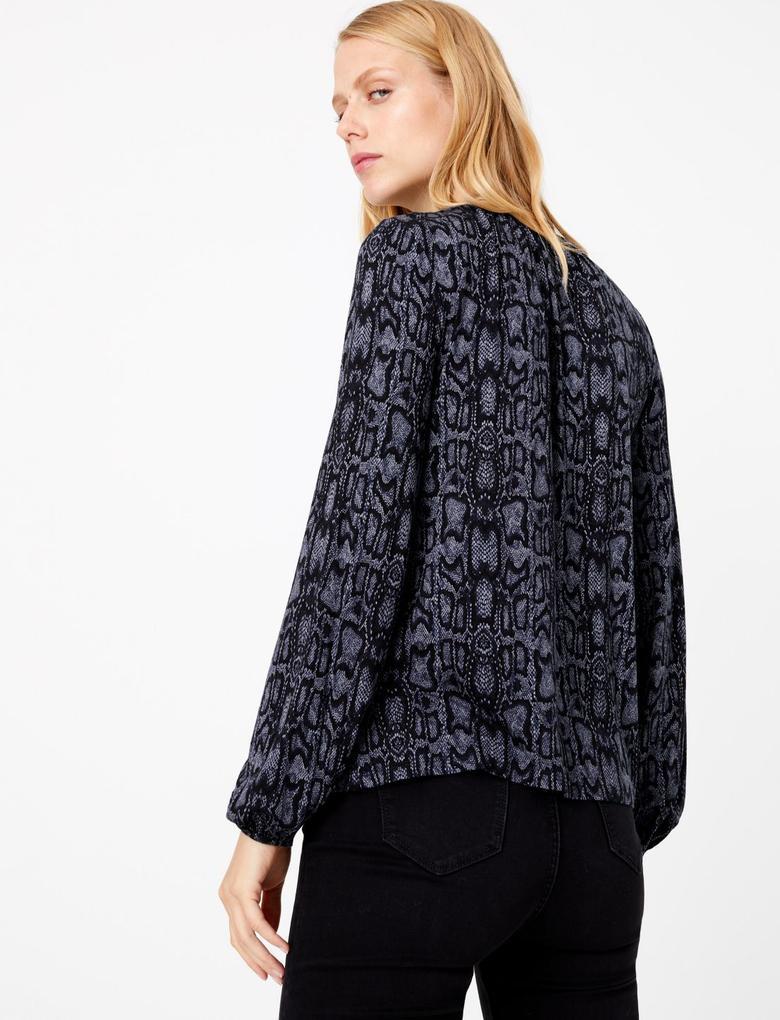 Kadın Lacivert Desenli Uzun Kollu Bluz