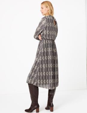 Yılan Derisi Desenli Plise Elbise