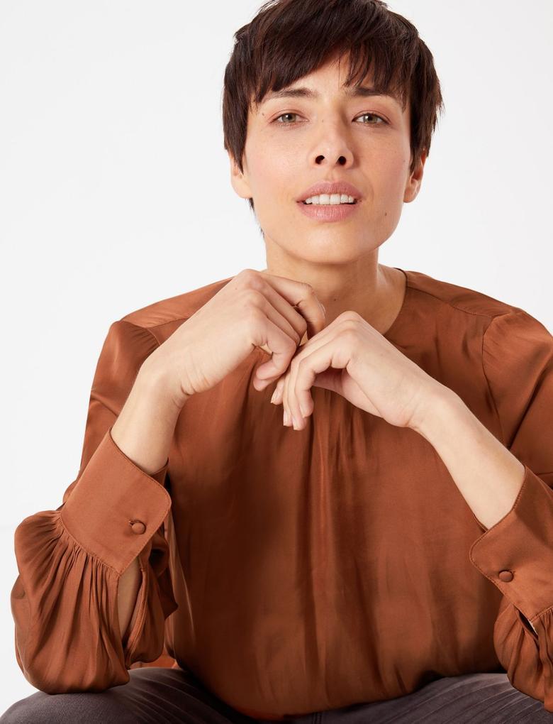 Kadın Bej Yakası Büzgülü Bluz