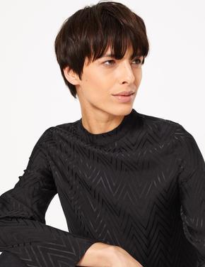 Kadın Siyah Balıksırtı Desenli Bluz