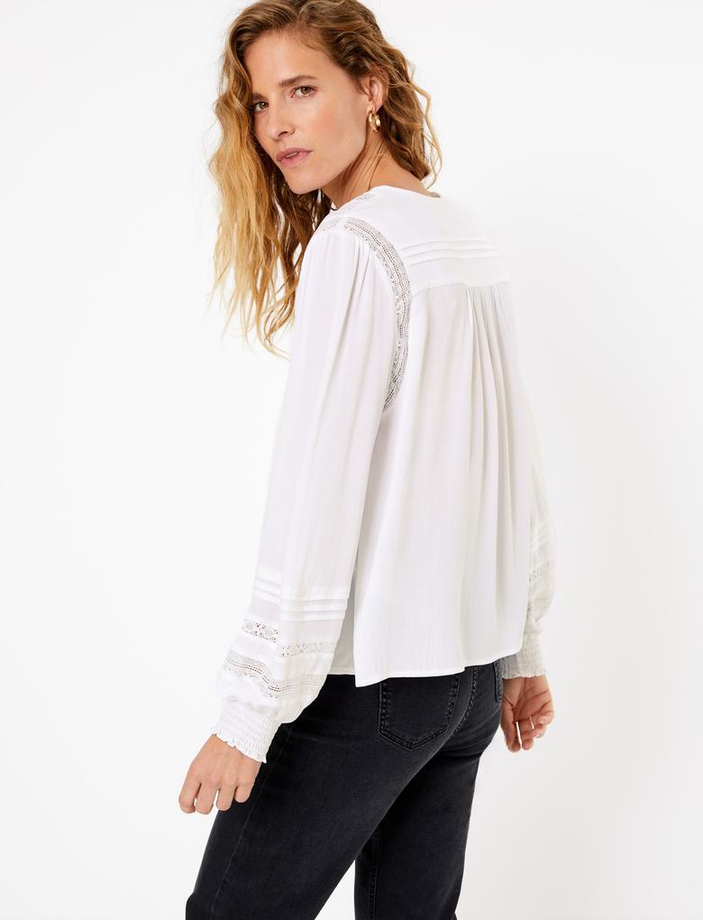 Krem Dantel Detaylı Bluz