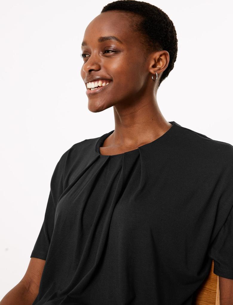 Kadın Siyah Yuvarlak Yaka Kısa Kollu Bluz