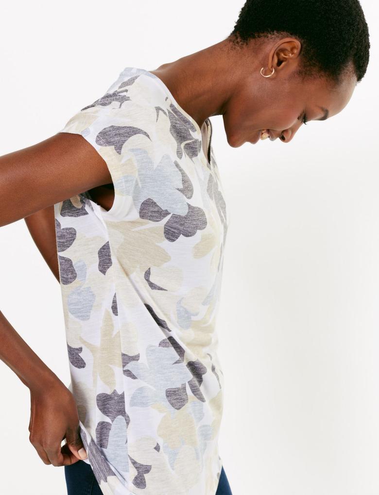 Kadın Bej Çiçek Desenli V Yaka t-Shirt
