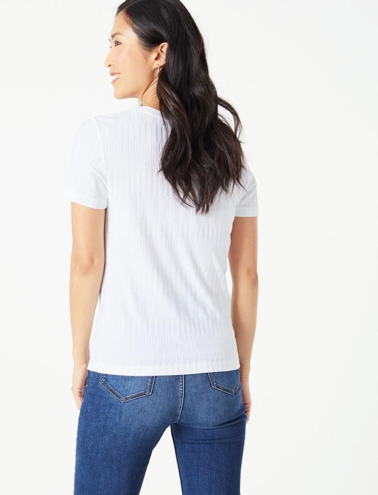 Kadın Beyaz Dokulu Kısa Kollu T-Shirt