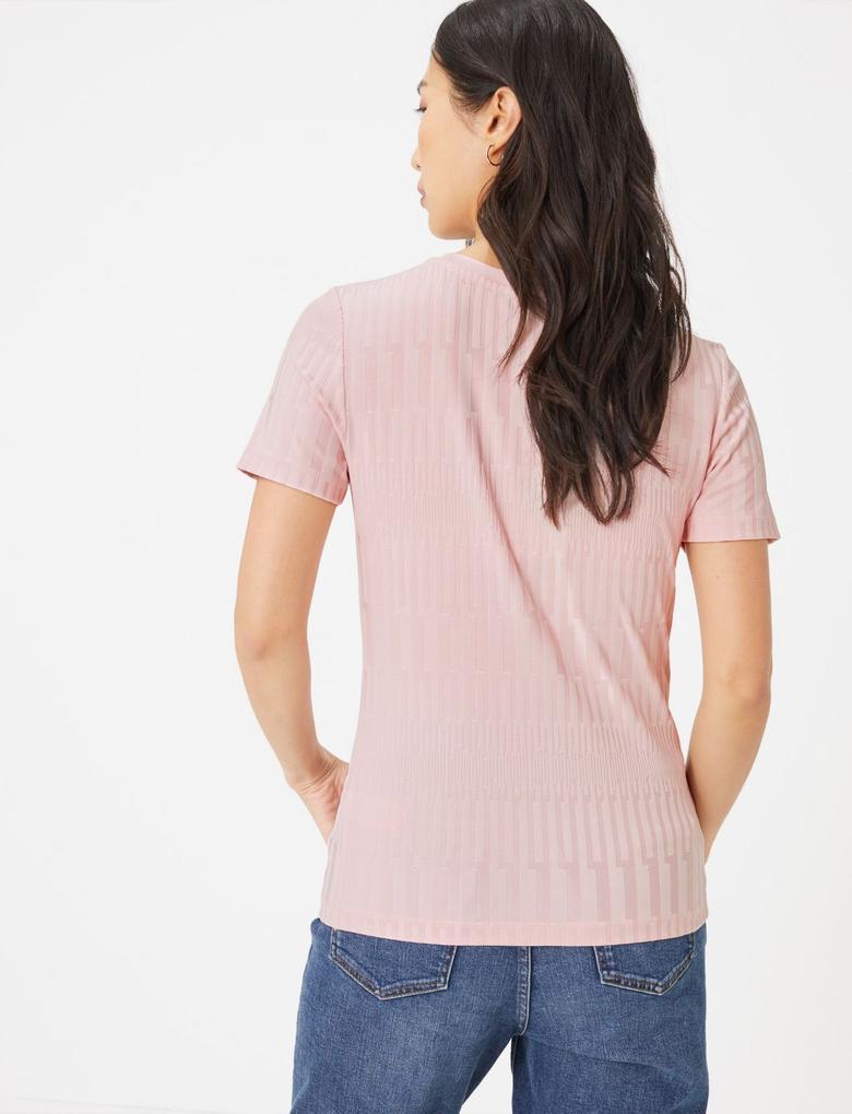 Kadın Pembe Dokulu Kısa Kollu T-Shirt