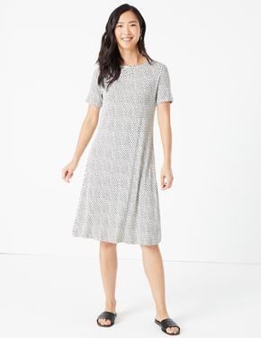 Kadın Bej Kısa Kollu Desenli Swing Elbise